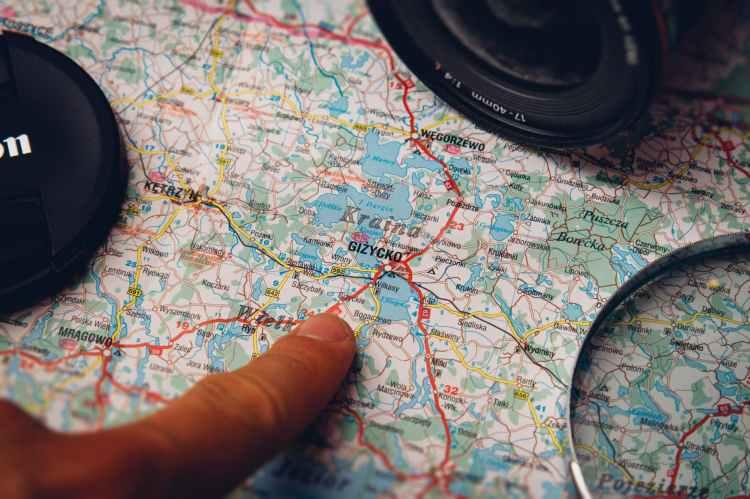 camera lens map finger